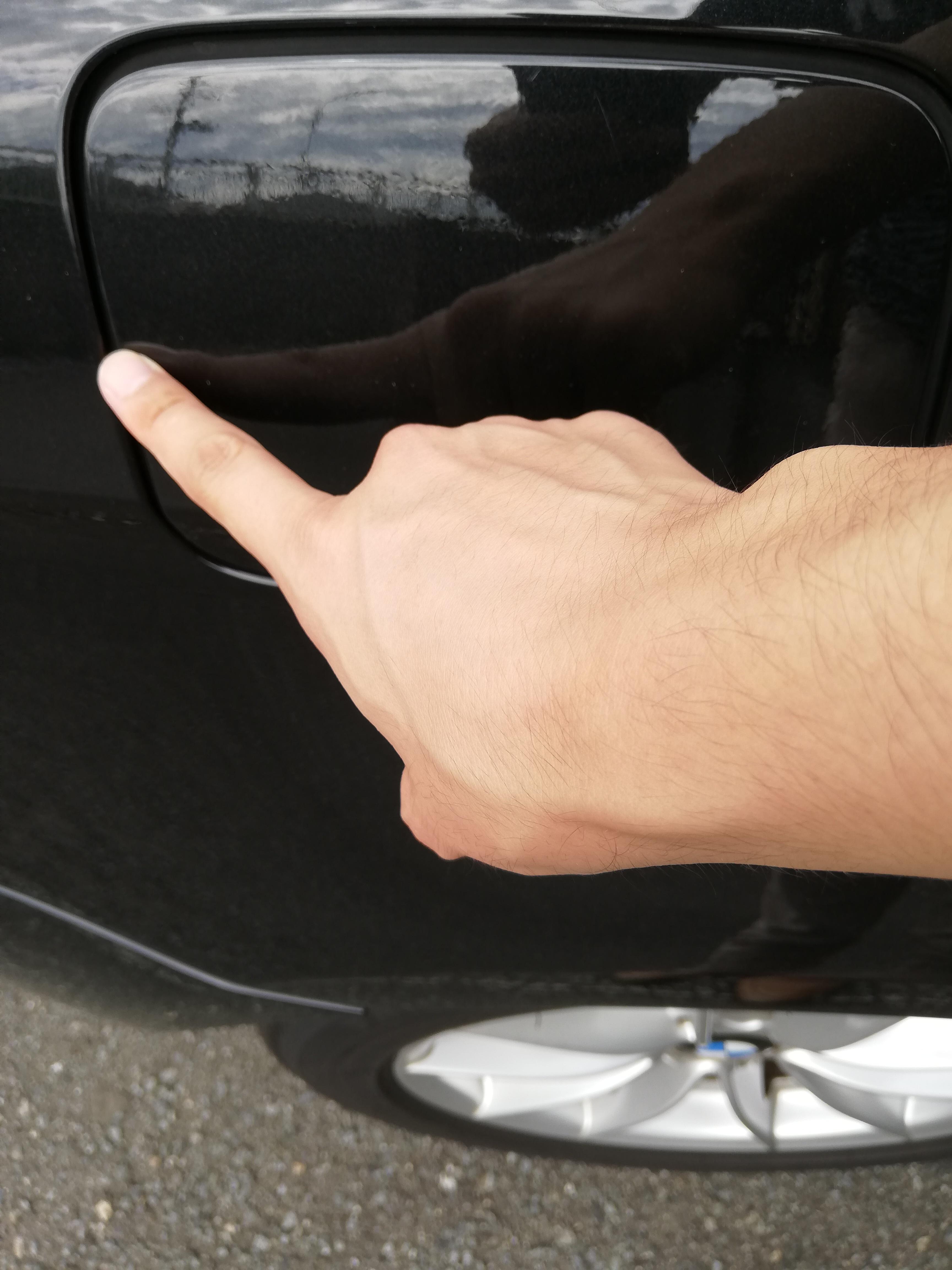 車のドアの爪傷を消してBMWの魅力度UP!
