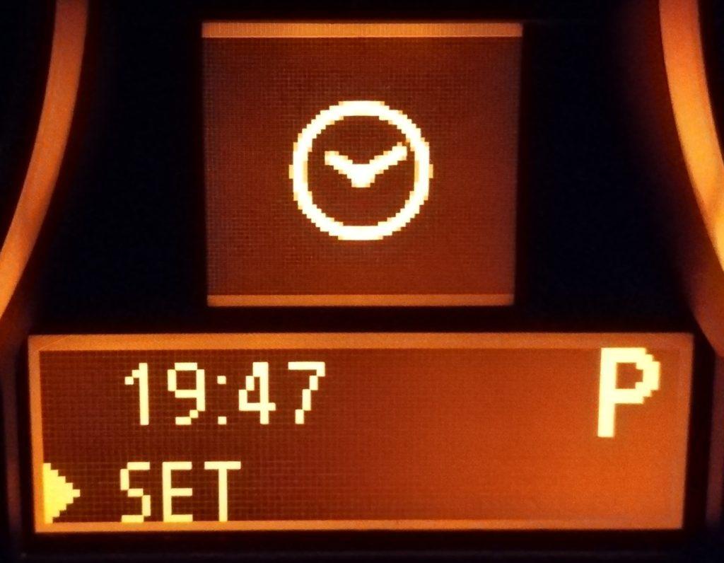 BMWの時計が狂う!?時計の合わせ方の紹介